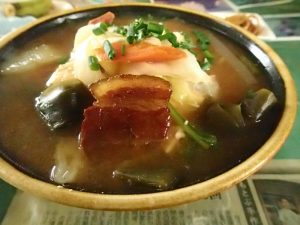 沖縄の食堂での定番 みそ汁。