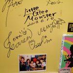 Little Glee Monster 行くたびにサインが増えてるズミカフェ。