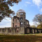 世界遺産原爆ドームの後は広島城とカープゆかりの護国神社を観光。