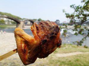 山口岩国【いろり山賊】旅色でガッキーが食べてる山賊焼きは美味しい