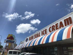 ブルーシール牧港店はフードがあって子供も遊べるアイス屋さん