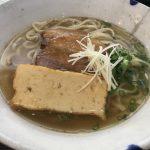 太麺に7種の魚節の優しい出汁が絡む美味しいそば【金月そば】