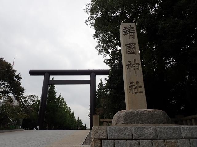 靖国神社と明治神宮は地下鉄利用が便利で近い。