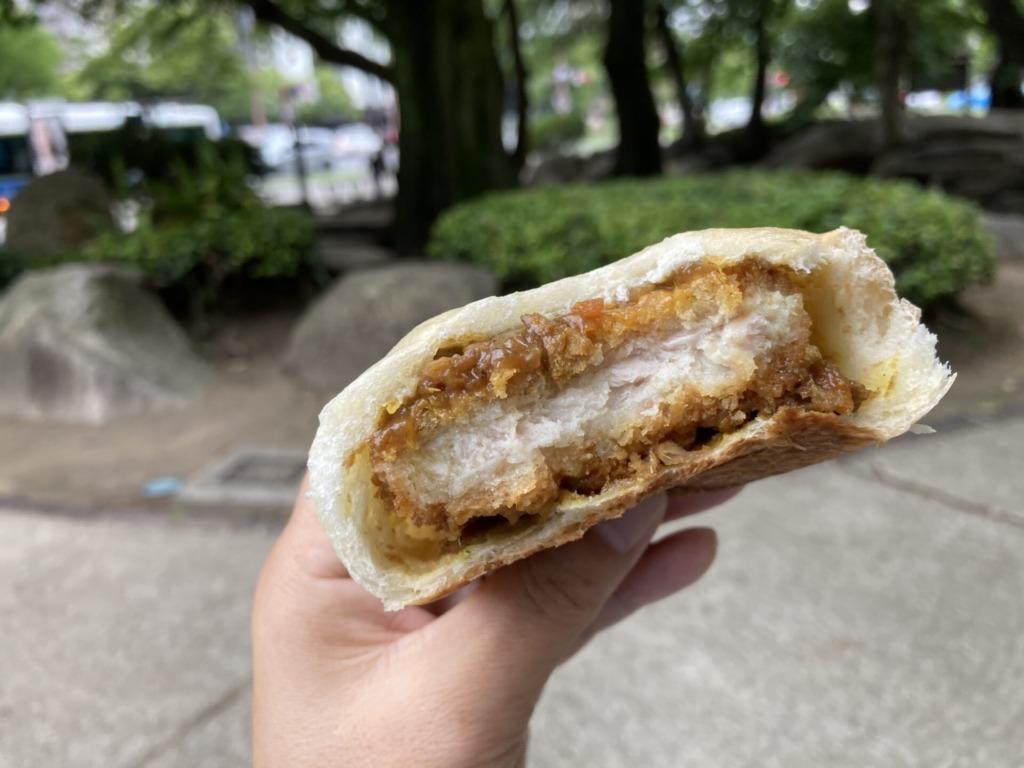 広島カレーパン研究所丸ごとロースカツカレーパン2